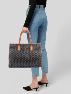 Get one of the hottest styles of the season! The Dior Saddle Camouflage Embossed Leather Shoulder Bag is a top 10 member favorite on Tradesy. Save on yours before they're sold out! Shopping Chanel, Chanel Handbags, Goyard Handbags, Goyard Tote, Designer Handbags, Online Bags, Louis Vuitton Monogram, Leather Shoulder Bag, Shoulder Strap