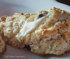 Super simple and satisfying Oatmeal Raisin Scones are perfect for a cold Saturday morning or anytime when you want a great breakfast bread! Breakfast Recipes, Dessert Recipes, Desserts, Scone Recipes, Breakfast Ideas, Breakfast Scones, Raisin Recipes, Oatmeal Scones, Oatmeal Cookies