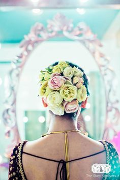 Add Vividness To Your Intimate Wedding With These Colorful Floral Buns Bridal Hairstyle Indian Wedding, Bridal Hair Buns, Indian Bridal Hairstyles, Fancy Hairstyles, Bride Hairstyles, Bridal Hair Inspiration, Star Wars Wedding, Indian Wedding Planning, Hair Ornaments