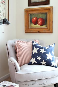 Savvy Southern Style: All American Summer Guest Room - Renovating old homes White House Bedroom, Southern Living Rooms, Picnic Table Covers, Savvy Southern Style, New Living Room, Guest Bedrooms, Home Decor Styles, Old Houses, Farmhouse Decor