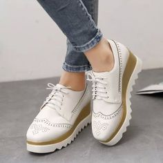 Fashion Women's Brogue Lace Up Wing Tip Oxford Round Toe low heels casual Shoes Womens Brogues Oxfords, Oxford Brogues, Oxford Shoes, Mid Heel Shoes, Shoes Heels Wedges, Wedge Heels, Flats, Pointed Ankle Boots, Lace Up Wedges