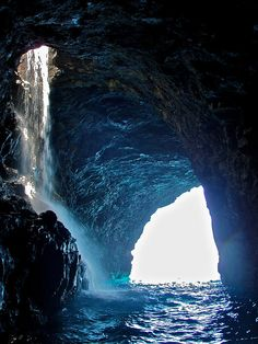 Na Pali Coast Waterfall Cave - Kauai, Hawaii |  topendsteve, via Flickr