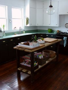 kitchen remodel Abbey Hendrickson of Aesthetic Outburst remodeled kitchen New Kitchen, Vintage Kitchen, Kitchen Cabinets Makeover, Kitchen On A Budget, Kitchen Decor, Home Kitchens, Diy Kitchen, Budget Kitchen Remodel, Kitchen Inspirations