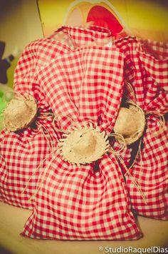 Enfeites com Tecido para o São João Farm Animal Birthday, Cowboy Birthday, 40th Birthday, Birthday Parties, Cowboy Theme, Cowgirl Party, Barnyard Party, Sadie Hawkins, Ideas Para Fiestas