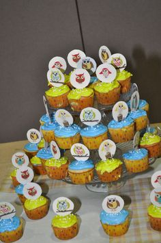 Owl Baby Shower Cupcakes.
