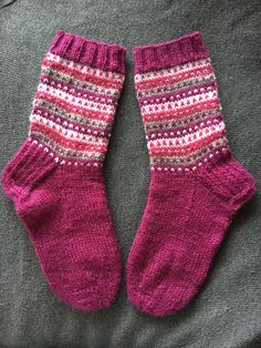 New Knitting Charts Patterns Socks Ideas Wool Socks, Knit Mittens, Knitted Gloves, Knitted Blankets, Knitting Socks, Baby Knitting, Kids Socks, My Socks, Knitting Charts