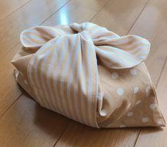 【簡単】口紐なしお弁当袋の作り方 | すてっちらぼ Sewing Projects, Projects To Try, Lavender Bags, Bento, Bean Bag Chair, Gift Wrapping, Gifts, Handmade, Baby