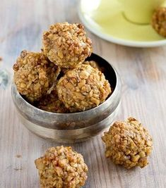 Sugar free, low carb and gluten free cookie heaven: These walnut cookies are a super healthy take on the Italian classic Dolci di Noci. Perfect for the Keto diet and for diabetics. A super easy cookie recipe! Keto Cookies, Sugar Free Cookies, Sugar Free Desserts, Gluten Free Cookies, Low Carb Sweets, Low Carb Desserts, Low Carb Recipes, Lchf, Walnut Cookies