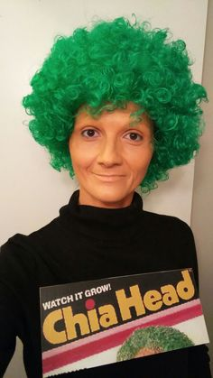 'Cha-cha-cha-Chia Head' a green wig, printed product logo on cardboard, creme make-up. Also As Seen On TV! Cheap Easy Halloween Costumes, Group Halloween Costumes, Halloween Kostüm, Couple Halloween, Holidays Halloween, Diy Costumes, Easy Group Costume Ideas, Cheap Costume Ideas, Halloween Makeup