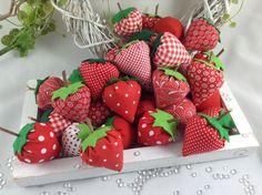 Der Frühling kommt bestimmt! Diese 6 süßen Früchtchen(Erdbeeren) sind die ersten Vorboten für den Frühling und den Sommer. Ob als Deko in einer Schale oder in Verbindung mit Blumen sicher immer...
