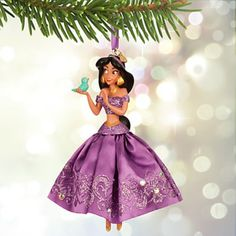 Disney Princess Jasmine 2015 Sketchbook Ornament - Lavender - Exclusive Fully sculptured figural ornament includes Bluebird Lavender satin gown, an exclusive with glitter accents 2015 Disney Store logo charm Resin approx. 5 H Comes boxed Disney Christmas Songs, Disney Christmas Ornaments, Peanuts Christmas, Magical Christmas, Christmas Tree Decorations, Holiday Tree, Xmas Tree, Disney Princesse Jasmine, Jasmine Disney