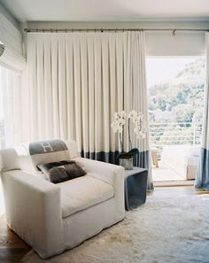Modern White Living Room Furniture Best Of Modern White Living Room with Curtains Home and Interior Modern Living Room, Custom Drapes, Curtain Styles, Color Block Curtains, Interior Design, Curtains Living Room, Home, Curtains With Blinds, Classic Curtains