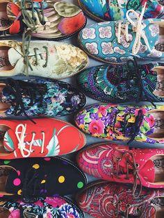 Apresentando: vintages. Cheios de história e exclusivos, já foram roupas antigas sem uso e hoje são sapatos veganos.  > Tá esperando o que pra agarrar o seu? http://insecta.shoes/vintage__besouros #hotshoes #forsale #ilike #shoeslover #like4lik #shoes #niceshoes #sportshoes #hotshoes