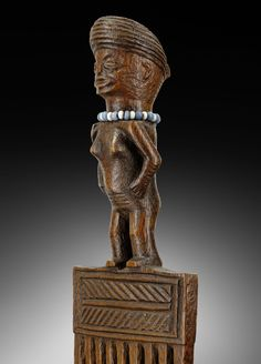 Chokwe comb | Virtual Tribal and Textile Art Shows White Face Paint, Dark Complexion, Animal Masks, Red Jewelry, Ostrich Feathers, Ivory Coast, Painting Patterns, Collar Necklace, Mask Making