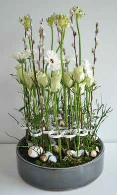 """Vrolijk Pasen, heerlijk om te roepen, maar je huis versieren is even leuk als bij """"Kerst"""". In mijn webwinkel kom je Pasen volop tegen, zoals op deze pagina, maar ook bij """"Bloemwerk"""" of bij Workshop waar jezelf een mooi bloemstuk kunt maken."""