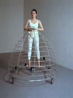 Jana Sterbak, remote control II, 1989