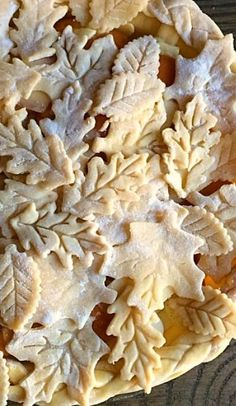 Gorgeous leafy pie crust-- love this pie for a beautiful autumn birthday party or a gorgeous thanksgiving or fall party.