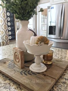 Country house decor - Excellent Fall Decorating Ideas For Home With Farmhouse Style – Country house decor Farmhouse Bedroom Decor, Country Farmhouse Decor, Farmhouse Style, Farmhouse Ideas, Fall Home Decor, Autumn Home, Moose Decor, Rustic Picture Frames, Kitchen Island Decor