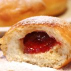 Babkine šišky • recept • bonvivani.sk Czech Recipes, Bagel, Doughnut, Cheesecake, Food And Drink, Cooking Recipes, Sweets, Bread, Baking