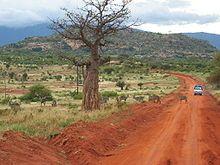 Kenia – Straße im Tsavo-East-Nationalpark