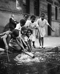 Children in Harlem, New York, 1947 | Photo by Fred Stein ☼