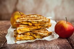 Healthy Snacks For Teens - Grilled Apple And Cheese Sandwich Cheddar Fondu, Apple Sandwich, Bacon, Tuna Melts, Apples And Cheese, Grilled Cheese Recipes, Ciabatta, Honey Mustard, Unique Recipes