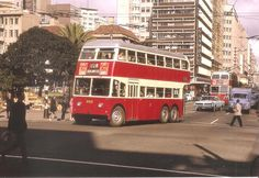 Trolley bus negotiating Rissik Street Johannesburg Skyline, Third World Countries, Busse, African History, The Good Old Days, Back In The Day, Old Pictures, Childhood Memories, South Africa