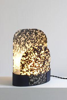 Lampe en métal et acétate de cellulose