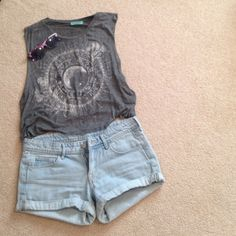 Skinny low waist light wash shorts Hardly worn, no rips, holes, or stains H&M Jeans