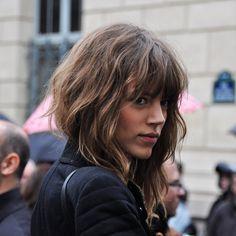 great hair hair Her hair looks great! love her hair in this cute hair Hairstyles With Bangs, Pretty Hairstyles, Amazing Hairstyles, Medium Hairstyles, Formal Hairstyles, Hairstyles Haircuts, Hairstyle Ideas, Wavy Bangs, Messy Bangs