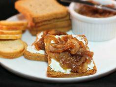 Canapés con Queso de Cabra y Cebolla Caramelizada - Mis recetas en Que Rica Vida #SazonBoricua
