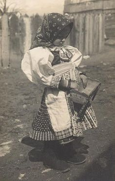 Děvče z Važce [English; Girl of dragonfly] Date: Maker/Artist: Karel Plicka.About the photographer; Girl and Dragonfly ~ Karel Plicka – was a Czechoslovak photographer, film director, cinematographer, and folklorist. Circle Of Life, Eastern Europe, Vintage Photographs, Quirky Fashion, Old Photos, Photo Art, Folk Art, Nostalgia, Pictures