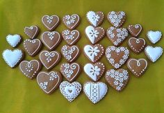 srdiečka - valentínky, z lásky, Aj v malom je kus veľkej lásky. Gingerbread Icing, Gingerbread Christmas Decor, Gingerbread Decorations, Christmas Biscuits, Christmas Sugar Cookies, Valentine Cookies, Fancy Cookies, Iced Cookies, Cookies Et Biscuits