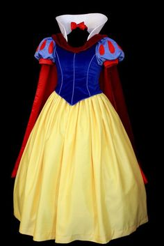 A closer look at what The Disney version of Snow White's costume looks like.  Note the cape around the neck, because that is featured in some pictures with Snow White at the parks.