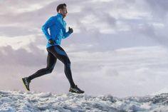 Joggen im Winter: Kälte und Nässe erfordern ein spezielles Training. Unsere Experten verraten die Tricks und zeigen, wie man sich mit Sport die kalte Jahreszeit versüßt.