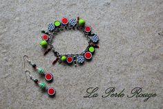 parure bracelet breloques rouge, noir, blanc et vert