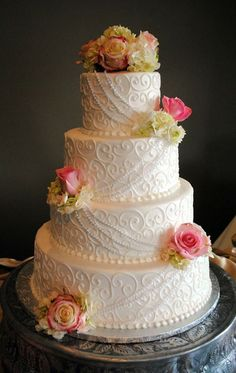Elegant wedding cake | Roses | {Creative Cakes by Monica}