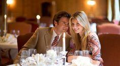 Genießen Sie ein Candlelight Dinner im IMLAUER Sky - Bar & Restaurant mit köstlichen Speisen und herrlichem Blick über die Dächer von Salzburg