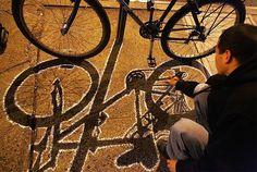 Google Image Result for http://1.bp.blogspot.com/_bEOj2c4el8Y/Svh1vChWIzI/AAAAAAAADWQ/gL3DZC4RJNI/s800/bike-shadow-graffiti.jpg