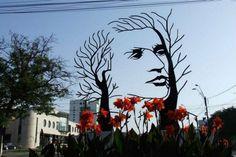 1. Escultura de Mihai Eminescu, ubicada en Onesti, Rumania