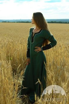 Forest green and black medieval dress (ArmStreet) (or maybe this...??)