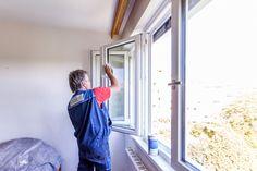 Nach der erfolgten Fenstermontage werden die Fensterflügel von uns gereinigt. Damit Sie #SchöneAussichten genießen können!   #ÖNORM #Fenstermontage #Linz