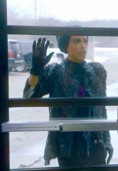 Prince after Judith Hill locks him out at Paisley Park Photos Rares, The Artist Prince, Prince Purple Rain, Dearly Beloved, The Jacksons, Roger Nelson, Prince Rogers Nelson, Purple Reign, Beautiful One