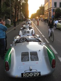 The definitive resource for everything Porsche type 550 spyder. From the design and production to racing days and spyders today both original and replica. Porsche 550, Porsche Cars, Sports Car Racing, Race Cars, Porsche Classic, Classic Cars, Porsche Replica, Race Around The World, Vintage Porsche