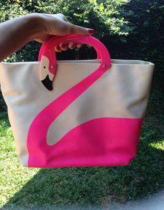 flamingo bafônica - de mão kate spade Flamingo Costume, Flamingo Craft, Painted Bags, Vintage Hippie, Fabric Bags, Kids Bags, Cute Bags, Pink Flamingos, Luxury Bags
