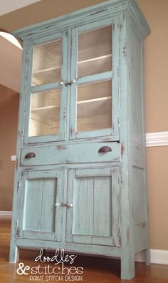Doodles & Stitches: Dorotha Pie Safe in Annie Sloan Chalk Paint Duck Egg Blue! Chalk Paint Furniture, Furniture Projects, Diy Furniture, Annie Sloan Painted Furniture, Painted Hutch, Antique Furniture, Rustic Furniture, Chalk Paint Hutch, Repainting Furniture