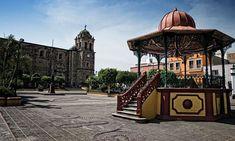 Descubre los secretos históricos de uno de los pueblos mágicos más representativos de México: Tequila. Vive esta experiencia a bordo de un tranvía que te llevará a conocer los principales atractivos locales, sumergiéndote en sus historias y leyendas.