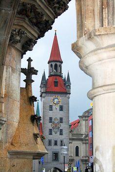 City Gate, Munich, Germany    photo via music