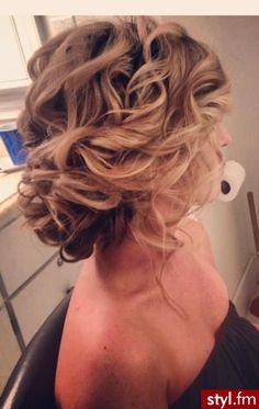loose curls in an updo looking quite nice