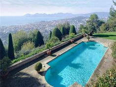 A pool in Cannes
